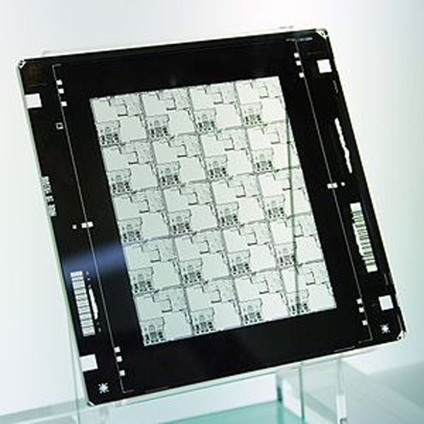 Quartz-mask-photolithography-photomask-exposure-UV